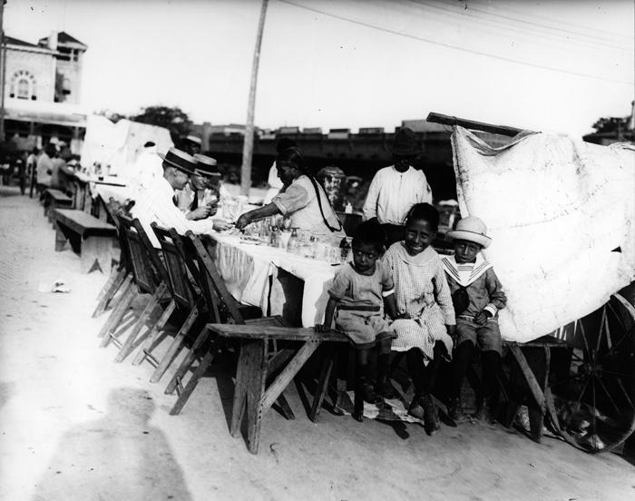 San Antonio Chili Queen Street Vendor (Photo from The Whitte Museum)
